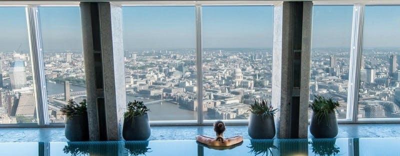 Shangri-La Hotel infinity skypool
