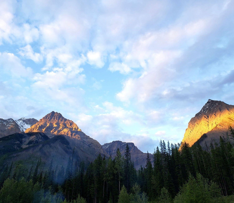Photo of sun on the mountains in Banff, Alberta