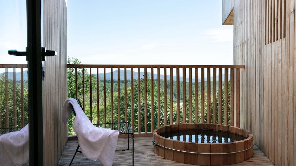 Le bain nordique privatif, dans une hytte Fjell à l'hôtel 48° Nord à Breitenbach, en Alsace