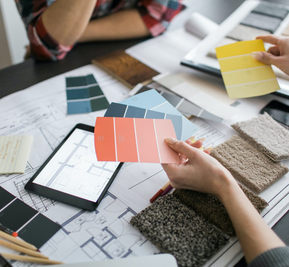 interior designer shows client paint swatches and color options