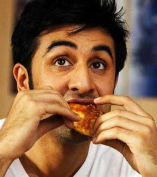 12 Bollywood Celebrities Reveal Their Favourite Foods from Childhood till Now