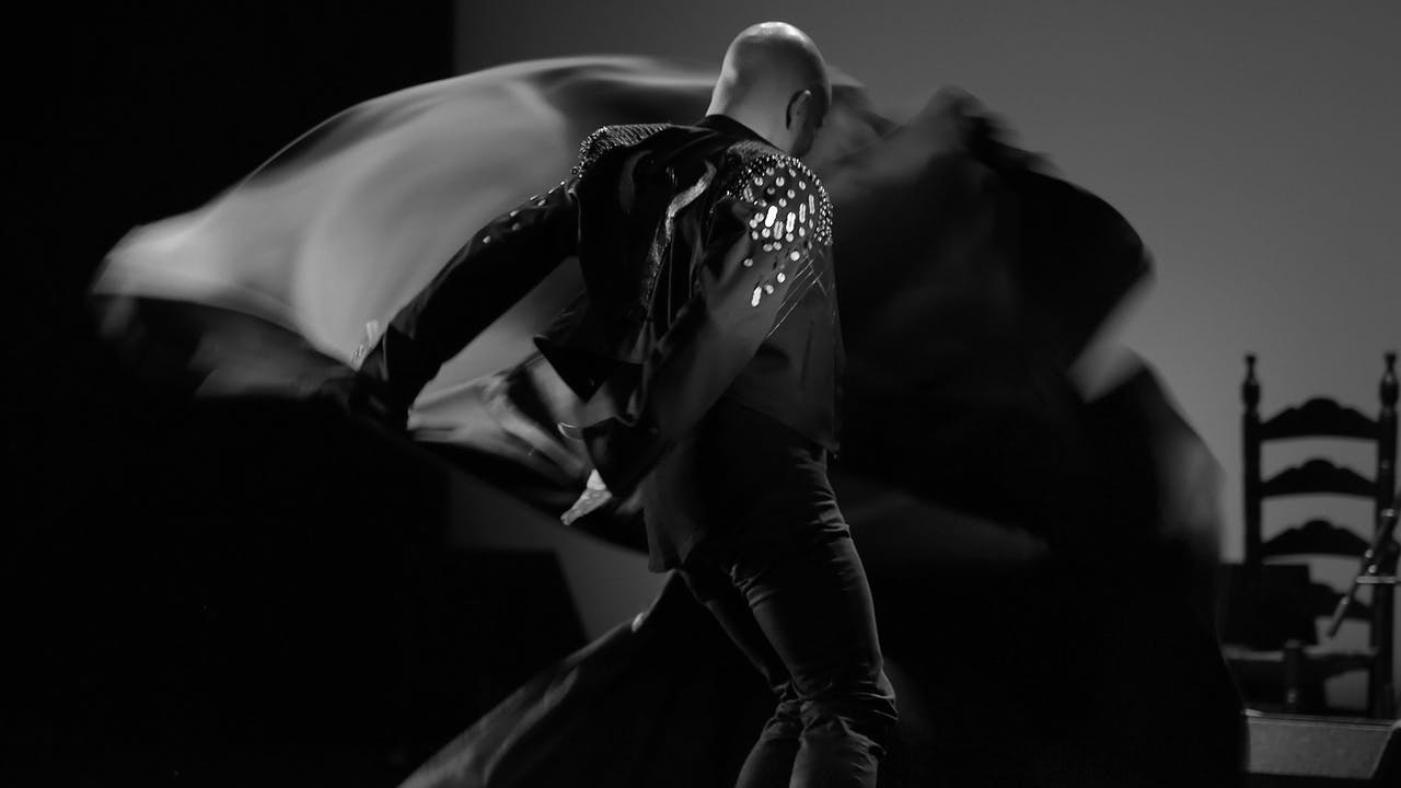 Antonio Perujo dances flamenco with a large cape