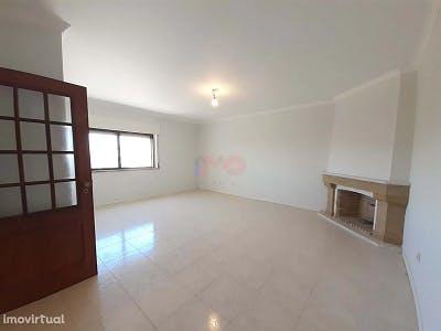 apartamento t2 para arrendar em fitares