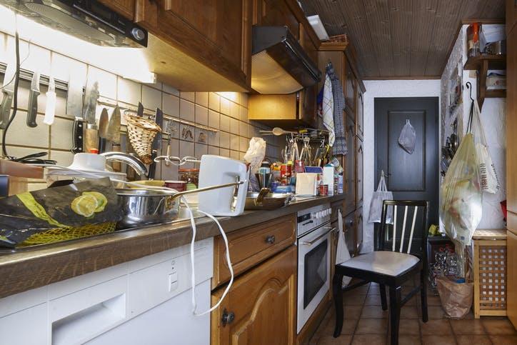 cozinha suja e desarrumada