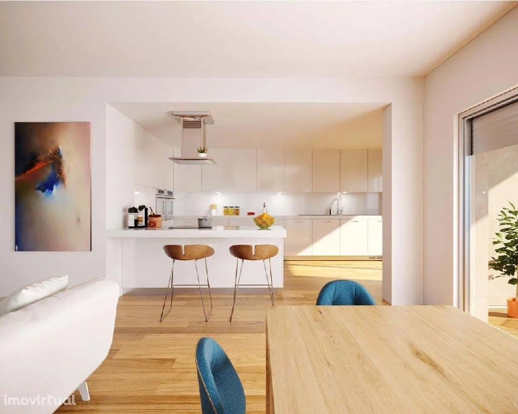 cozinha com península em apartamento t2 em alcochete