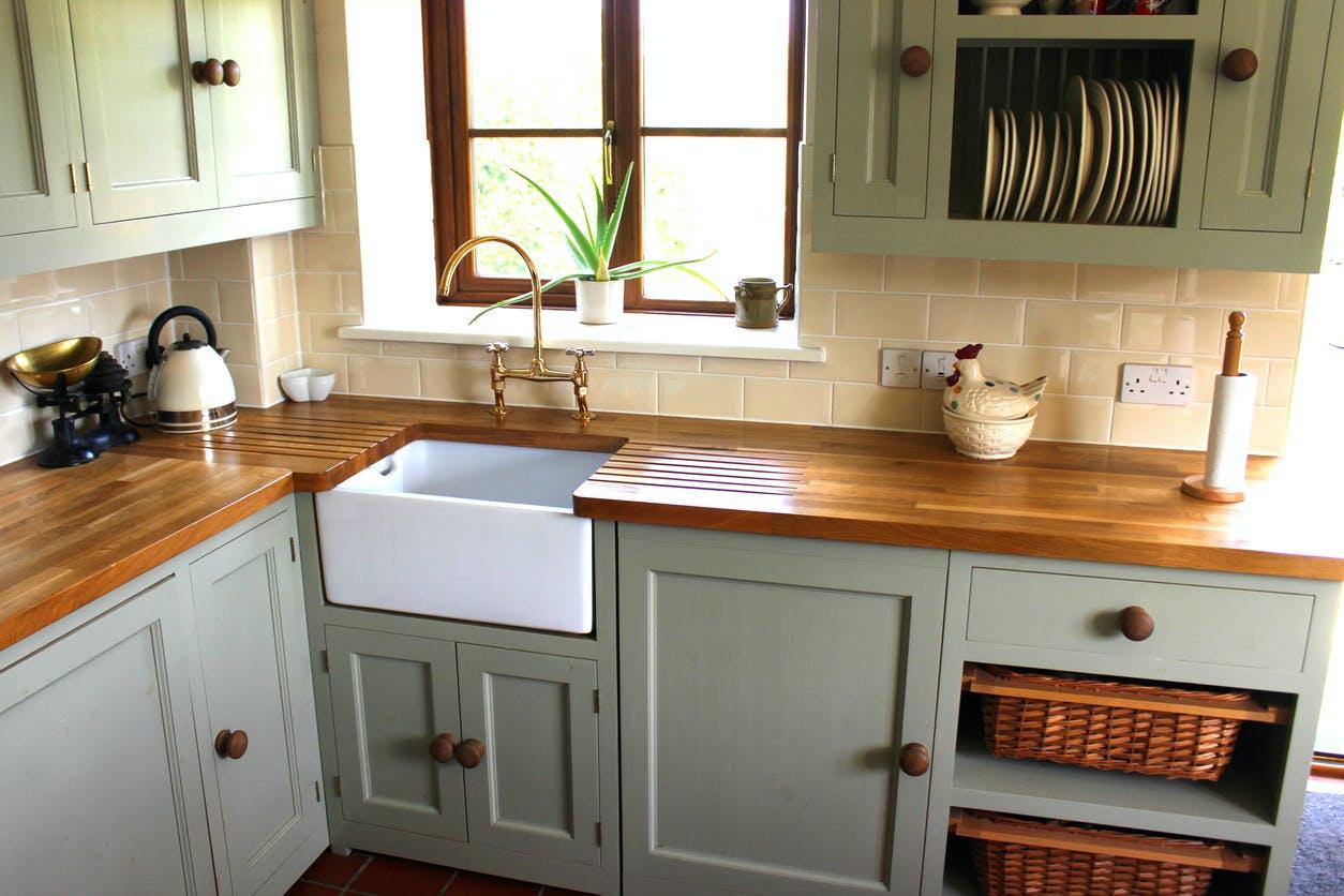 Bancadas de madeira na cozinha: vantagens e desvantagens