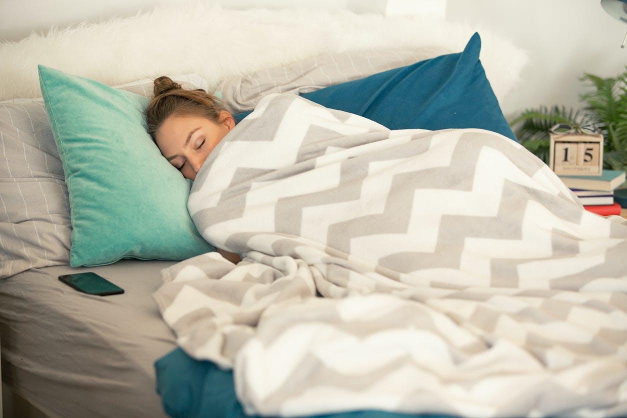 Quer dormir melhor? Deixe de ter certas coisas no seu quarto