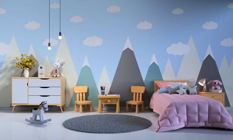 quarto de criança com papel de parede com motivos alusivos a montanha