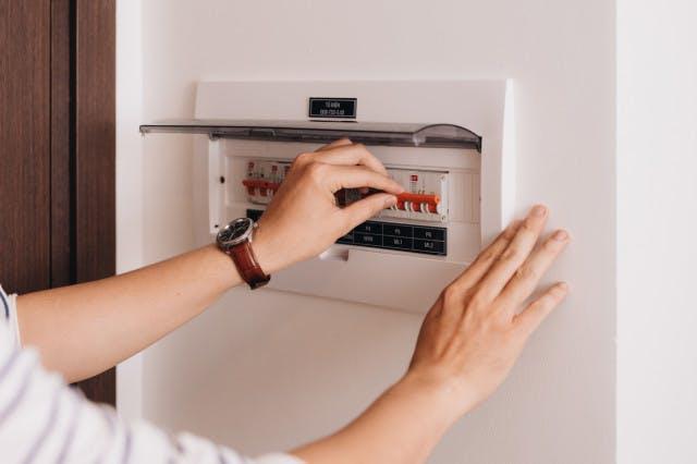 Saiba como alterar a potência elétrica da sua casa