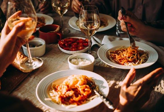O que não pode faltar num jantar italiano em casa
