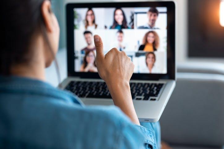 videoconferencia entre colegas de trabalho
