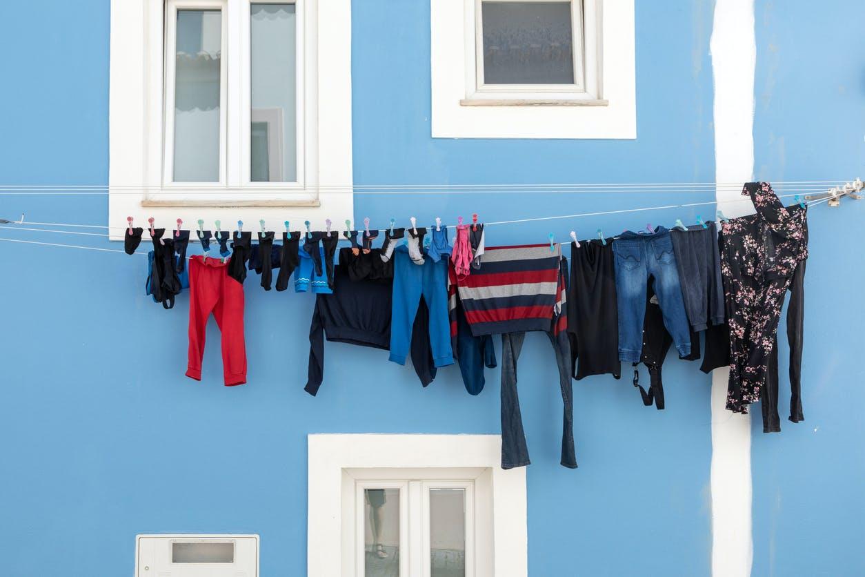 Condomínio: como resolver conflito sobre estender roupa