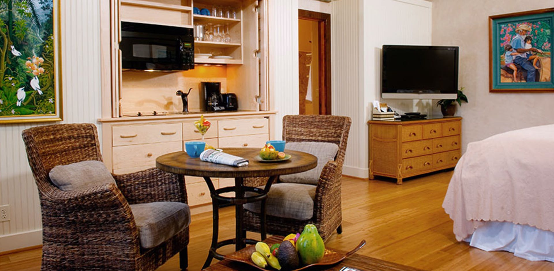seating area, kitchenette
