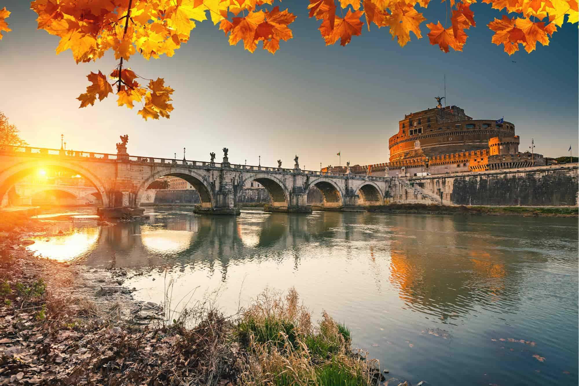 Vista sobre Ponte Santo Ângelo e Coliseu de Roma