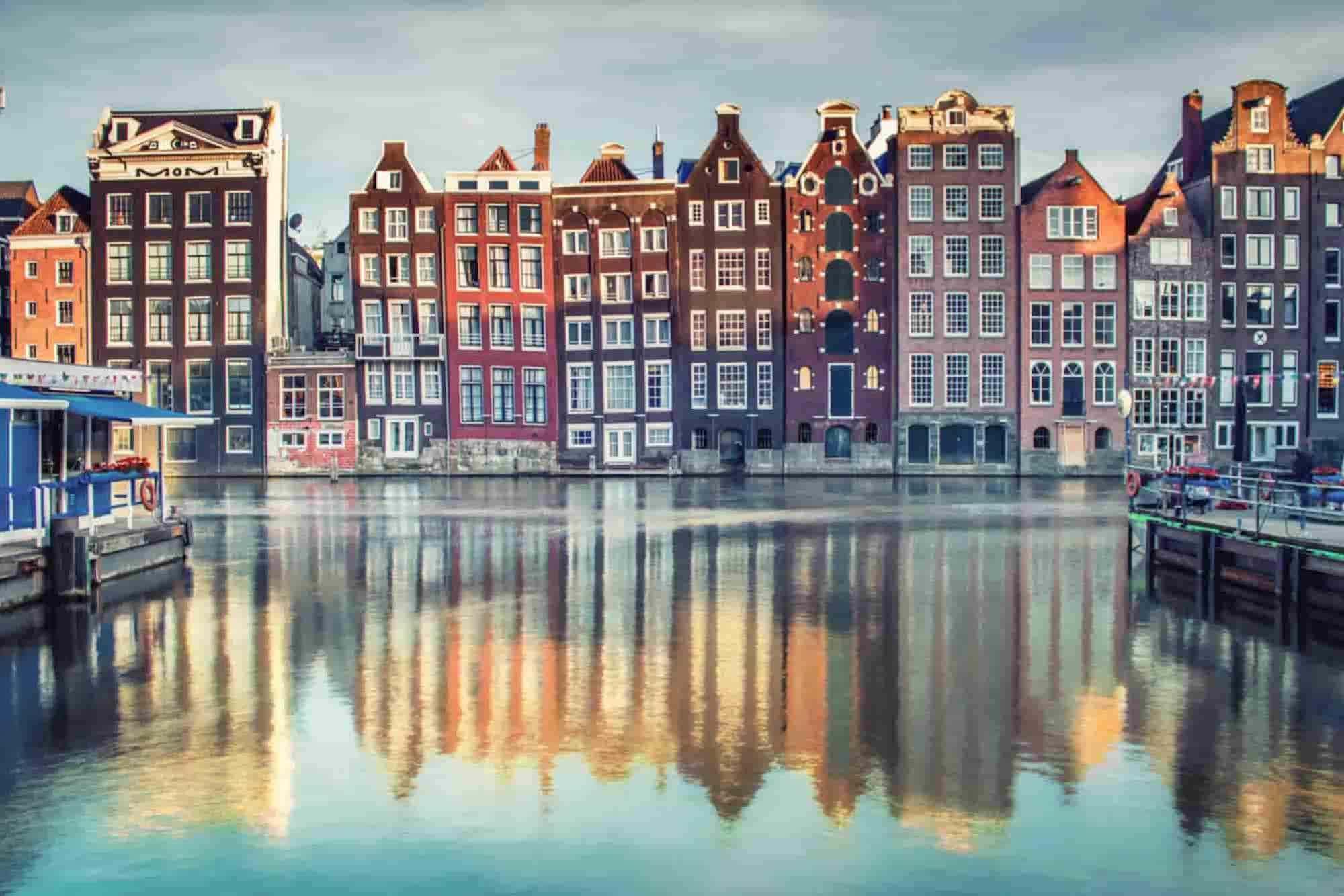 Die historische Häuser-Silhoutte von Amsterdam