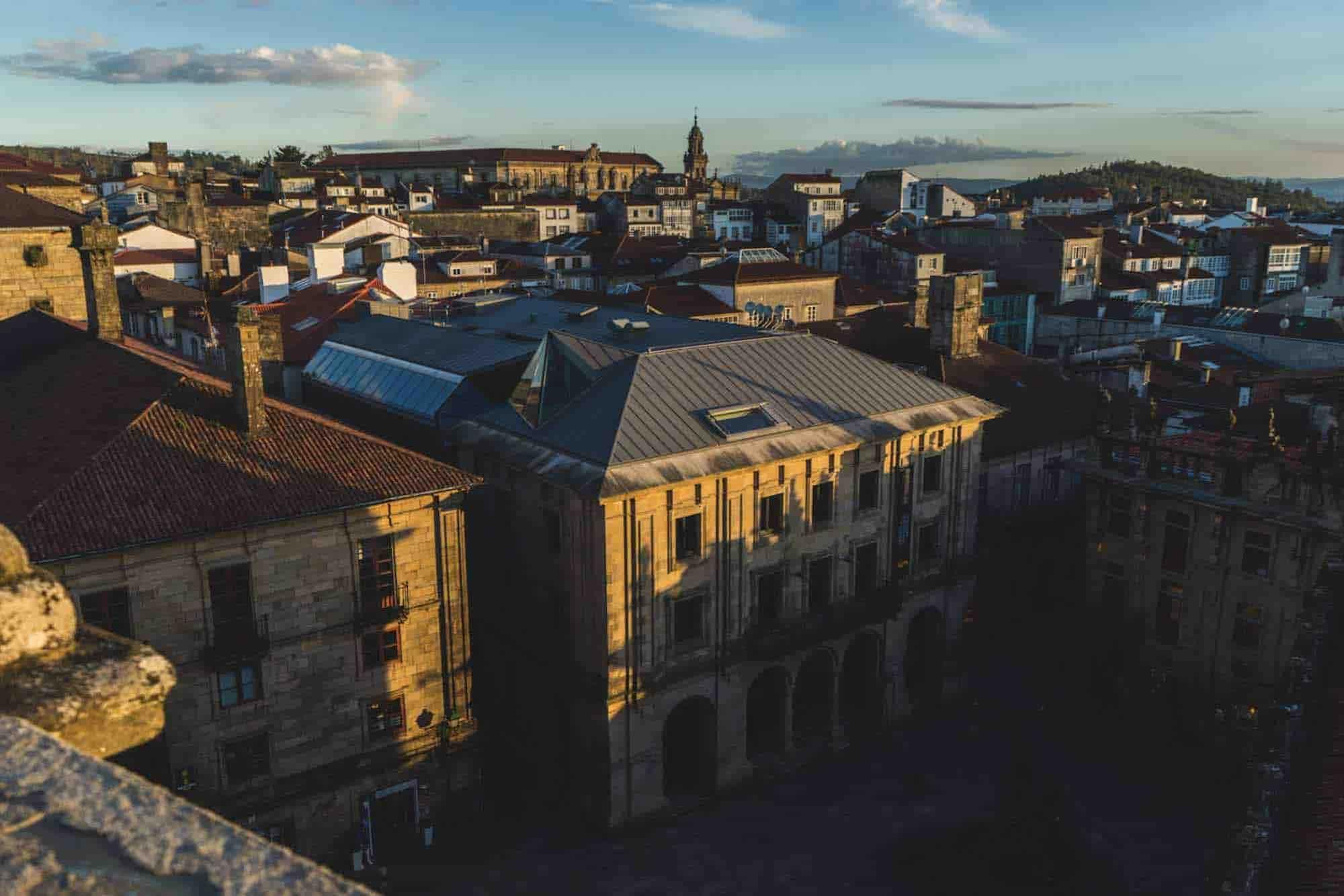 La puesta del sol en Santiago de Compostela - ruta por Galicia