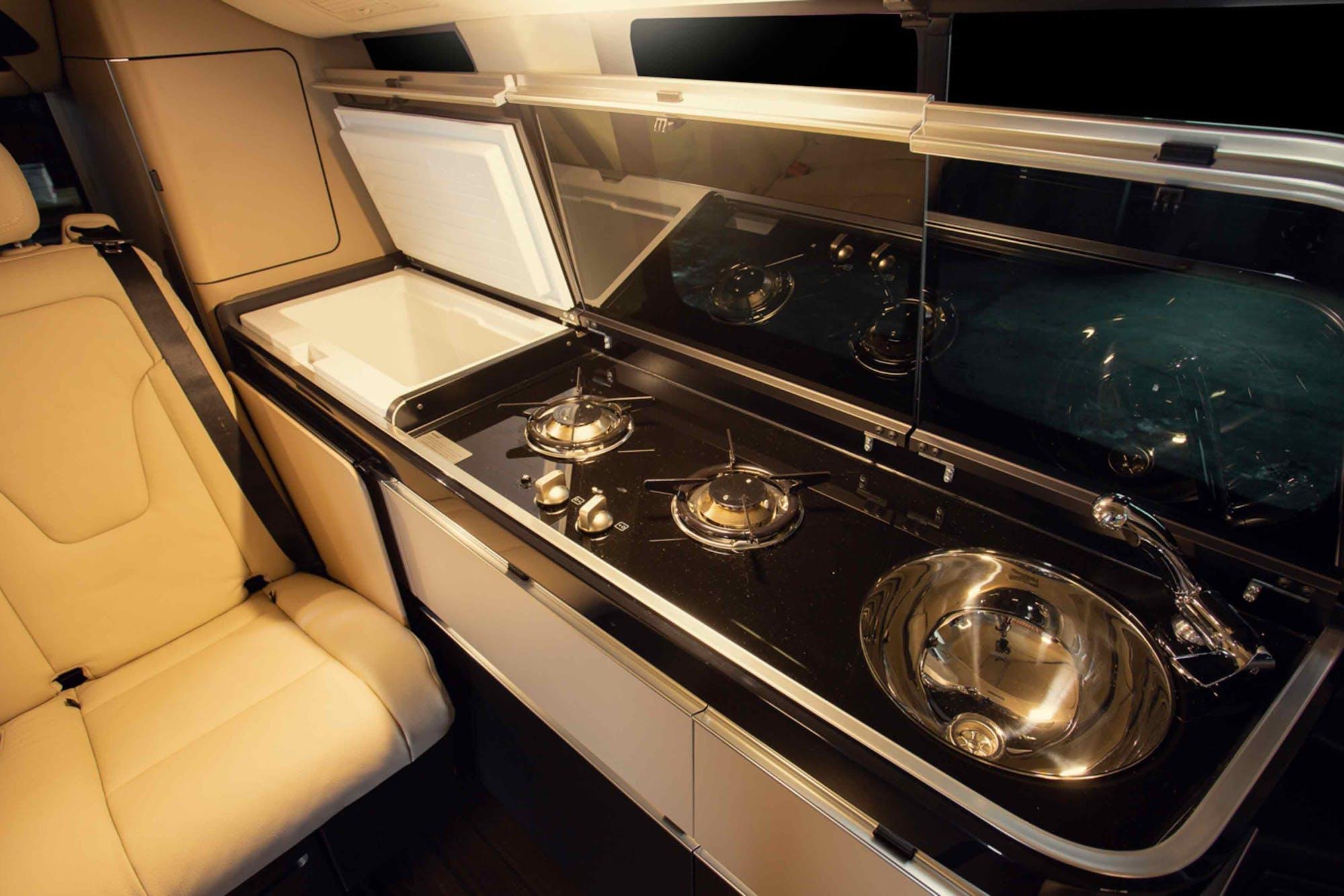 Marco Polo Model's kitchen