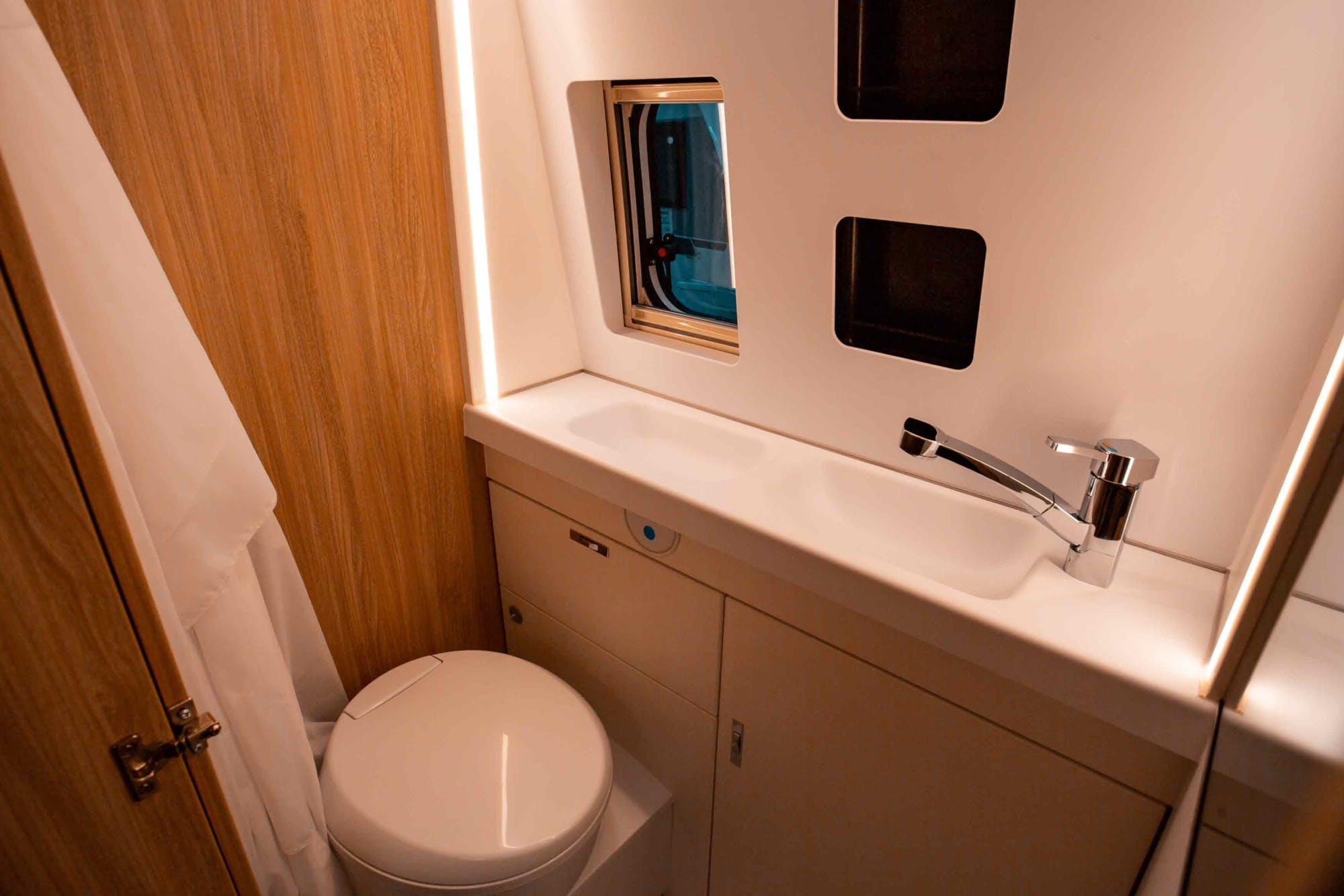 Nomad Model's bathroom