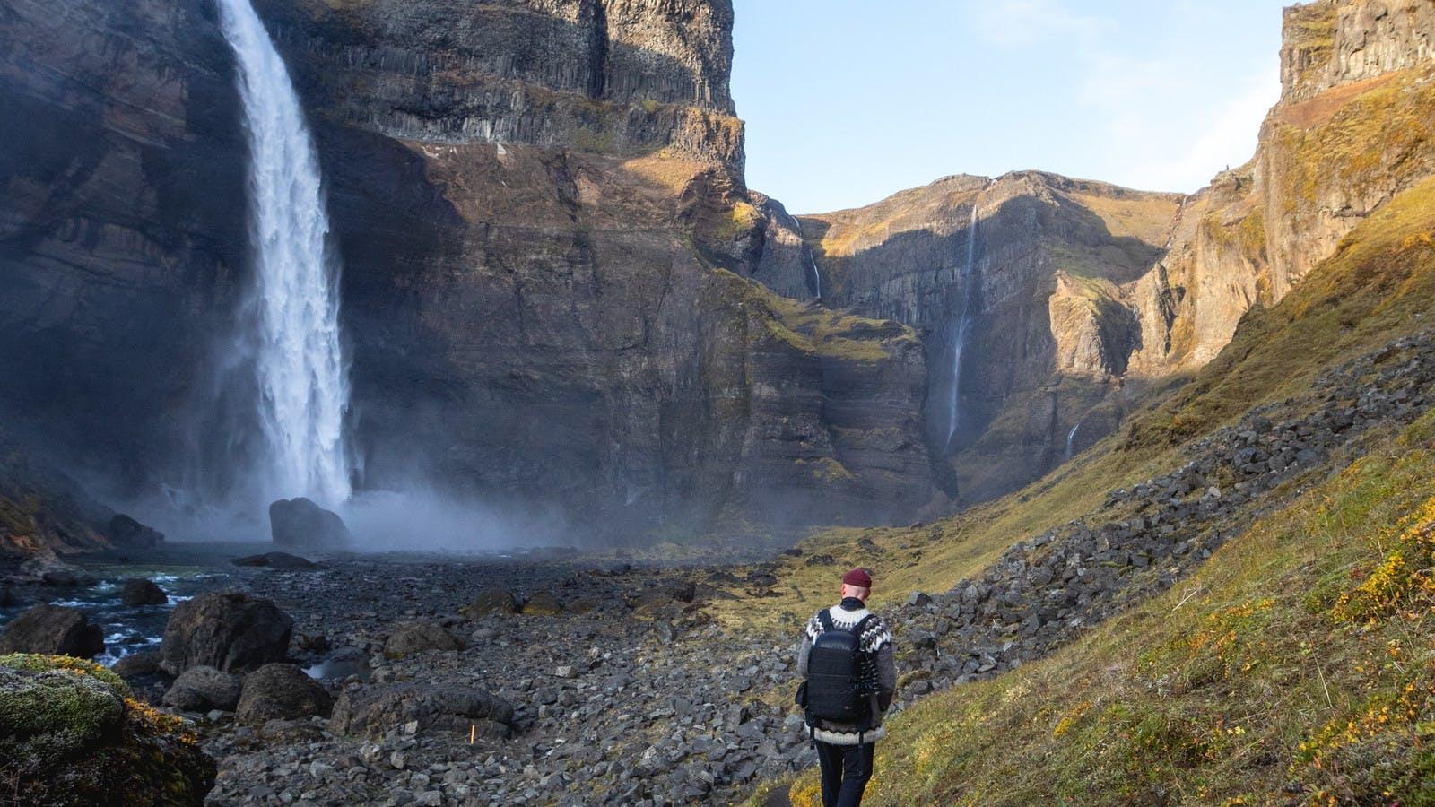 Hiking towards Háifoss