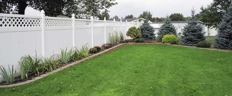 Straightline-Fence-and-Deck-vinyl-fence