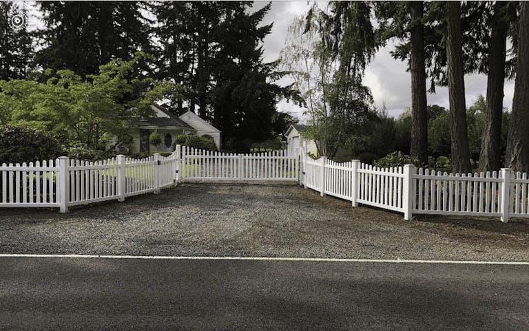 F&W Fence Co. Inc.-Picket Fence