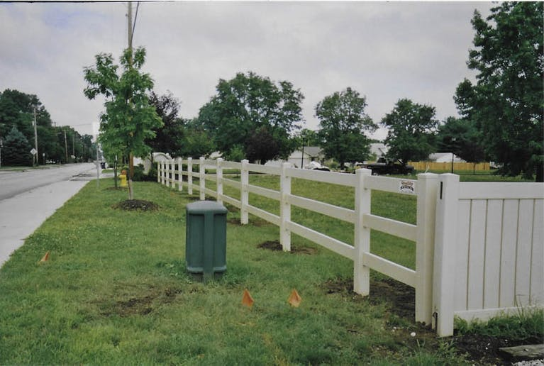 Dillion-Inc.-Quality-Fence-Picket Fence