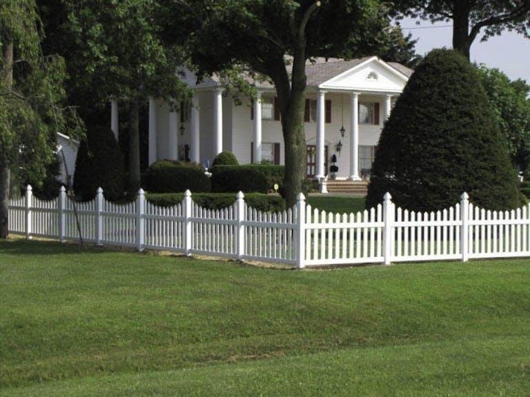 Dutch-Way-LLC-vinyl-fence