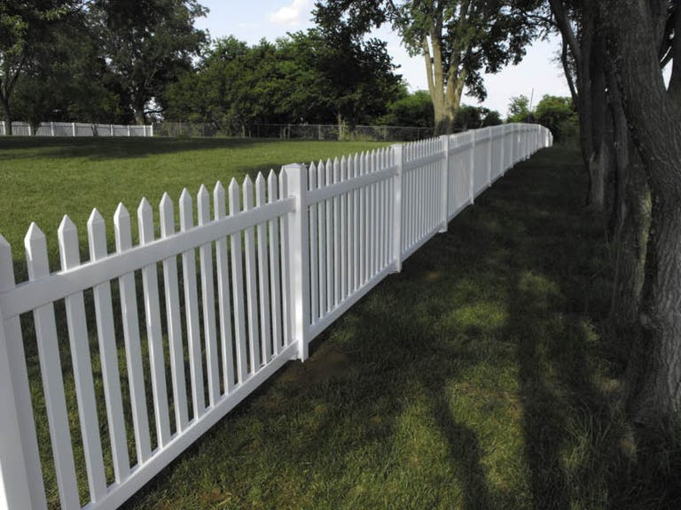 Rhodes-Fence-Inc.-wooden-fence