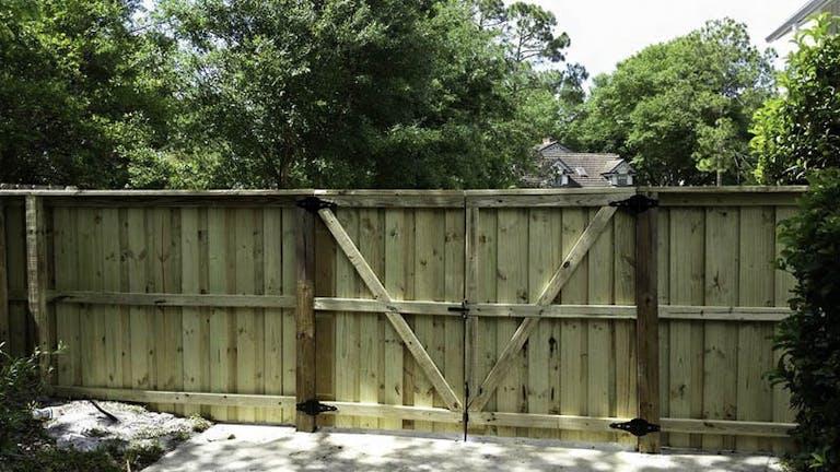 Wulff-Fence-LLC-wooden-fence