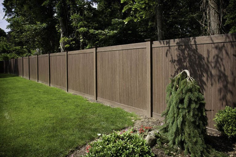 Big-Woody's-Fence-Inc.-wooden-fence