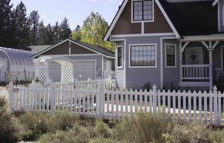 Leoco Fence Company-Picket Fence