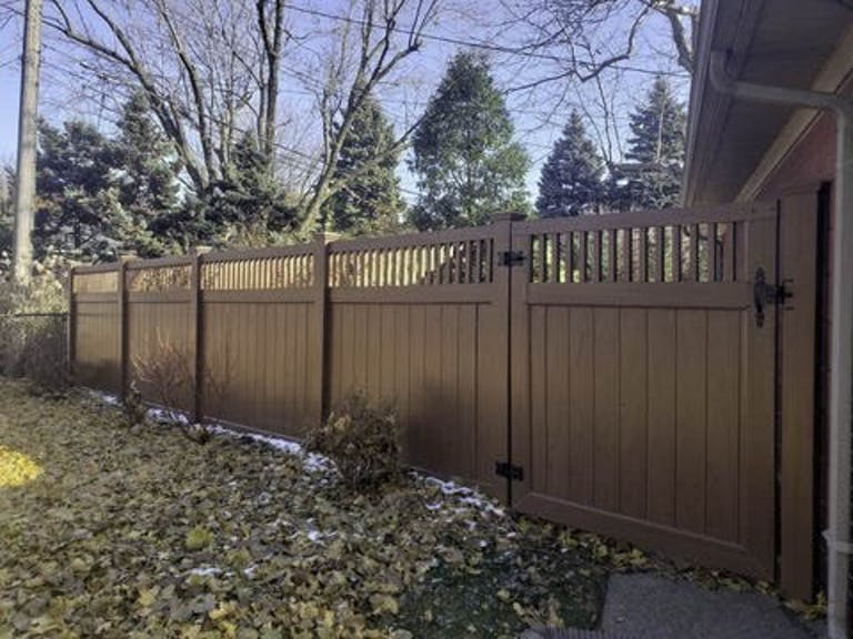 Brady's-Fence-Company-Composite-Fence