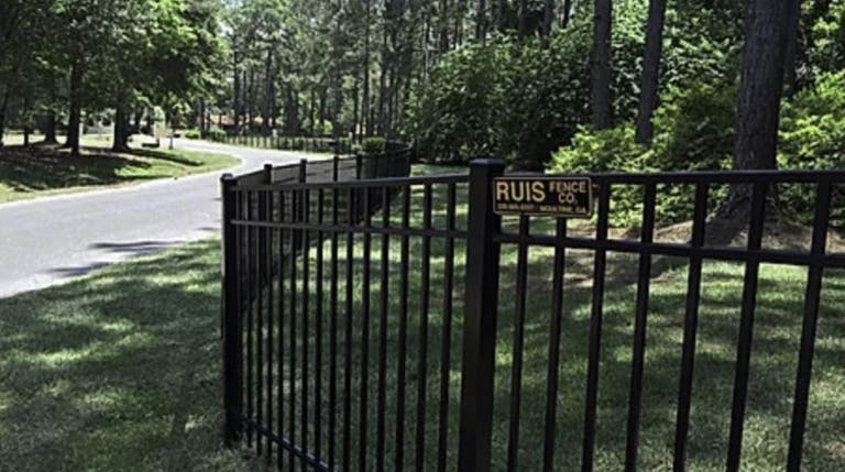 Ruis-Fence-Co.-steel-fence
