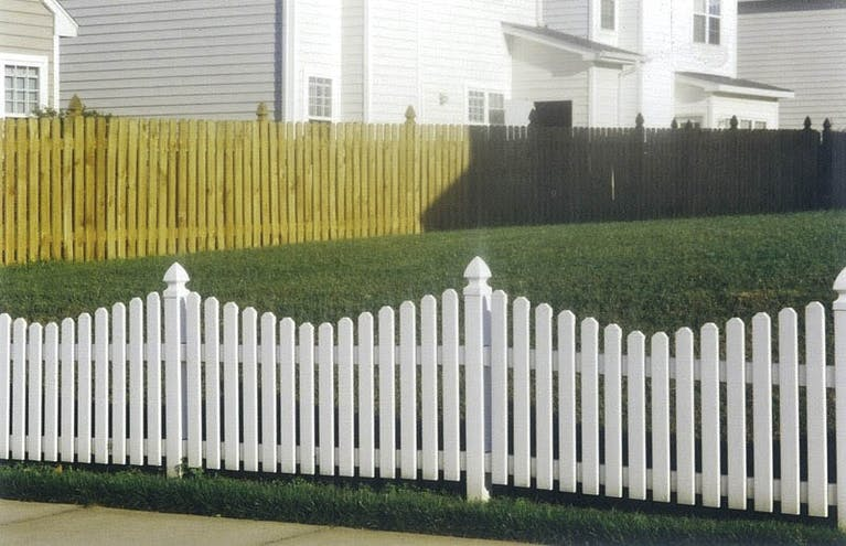 Allied-Fence-Company-of-Raleigh-Picket Fence