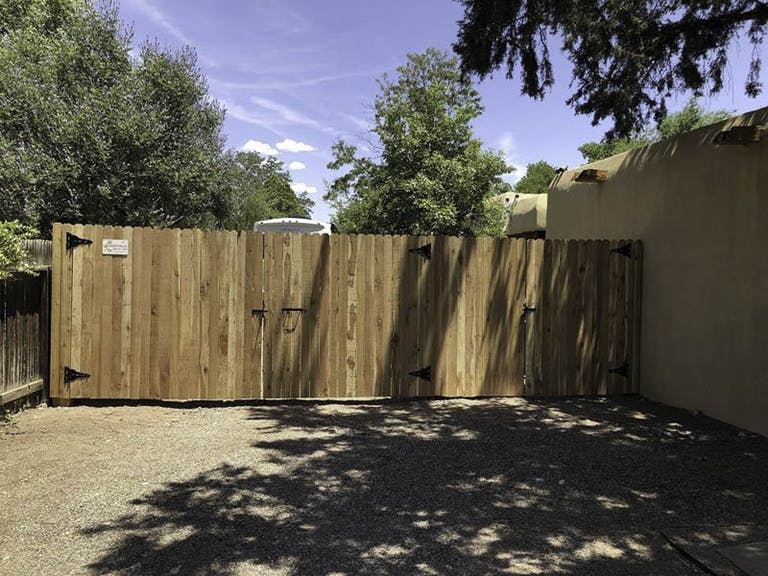 Enchantment-Fences,-LLC.-composite-fence