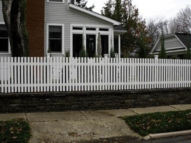 T.N.T.-Fence-Co.-Picket Fence