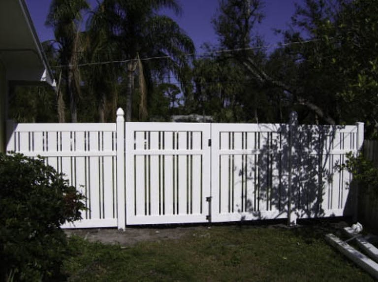 Daniel's Fence Corp Wooden Fence