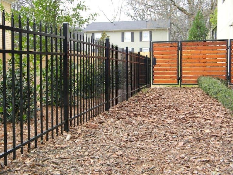 Southern-Splendor-wooden-fence