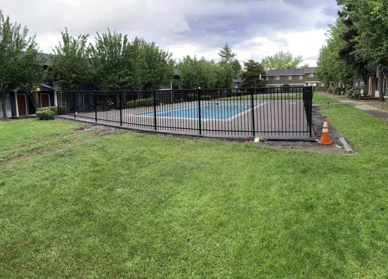 Emerald-Fence-&-Deck-and-Construction-Iron Fence