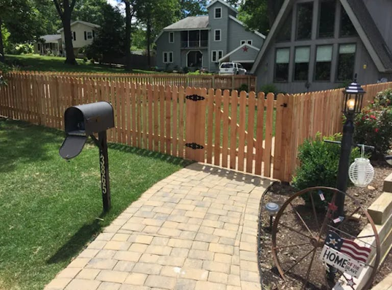 Macon-County-Fence-Co.-wooden-fence