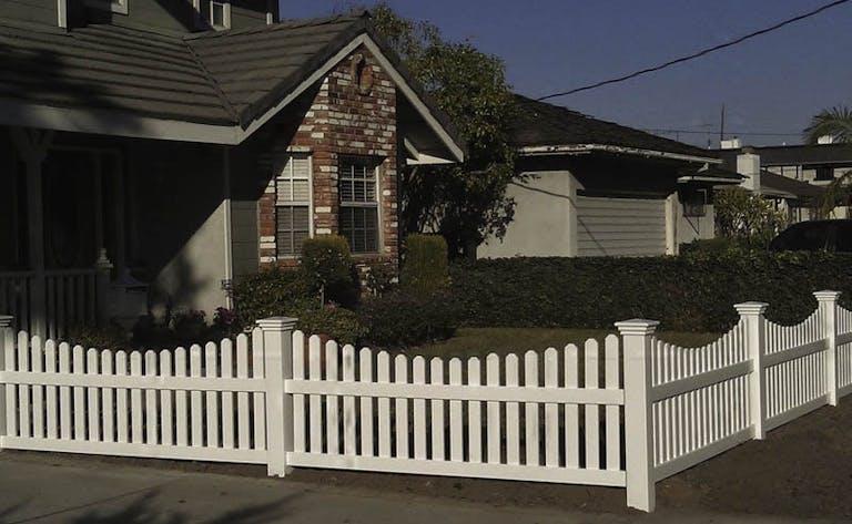 Stump-Fence-Company-Picket Fence