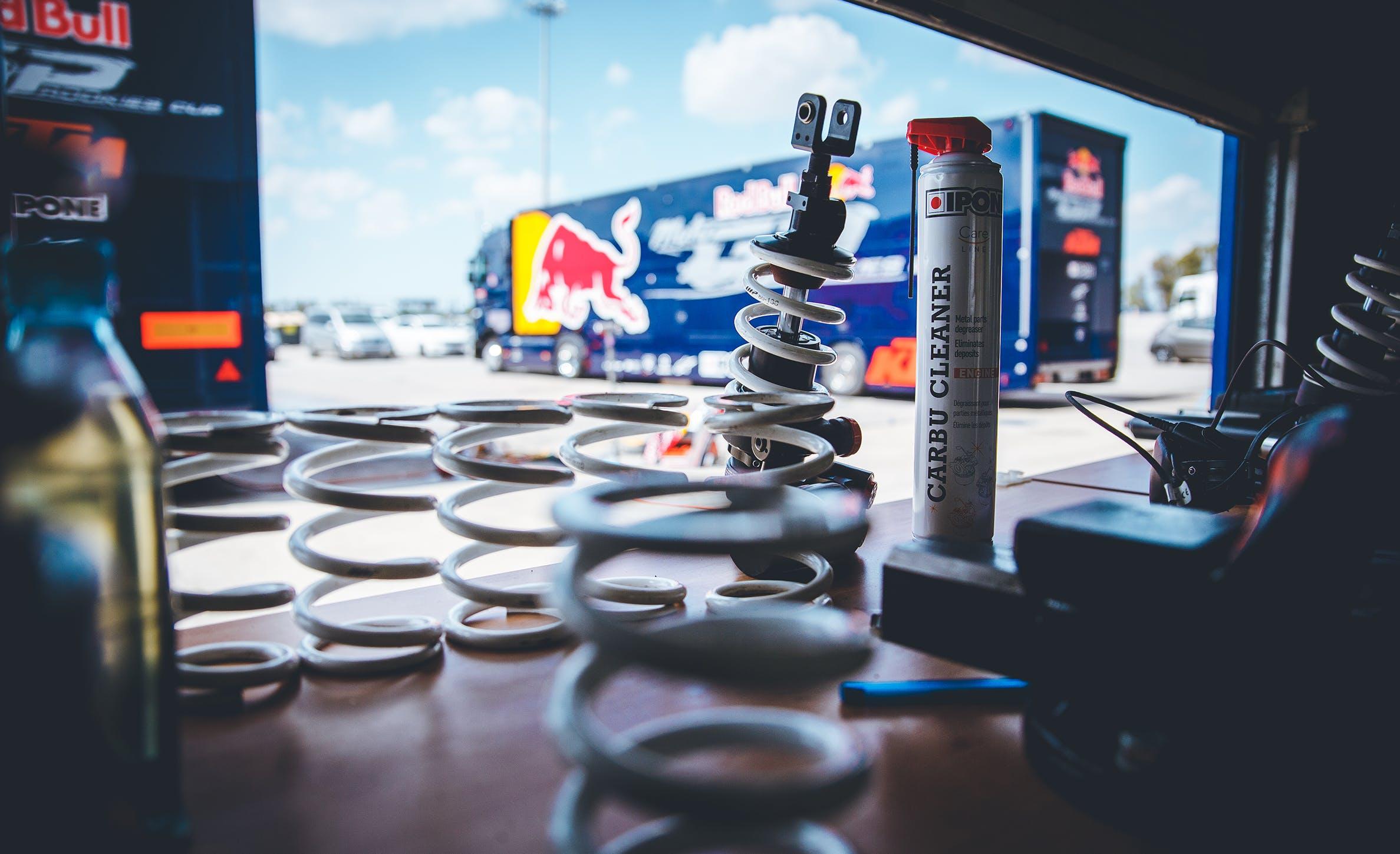 Entretien moto Red Bull Rookies Cup carbu cleaner ipone