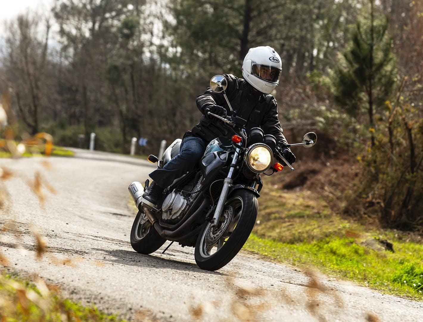 Moto 4 temps sur route