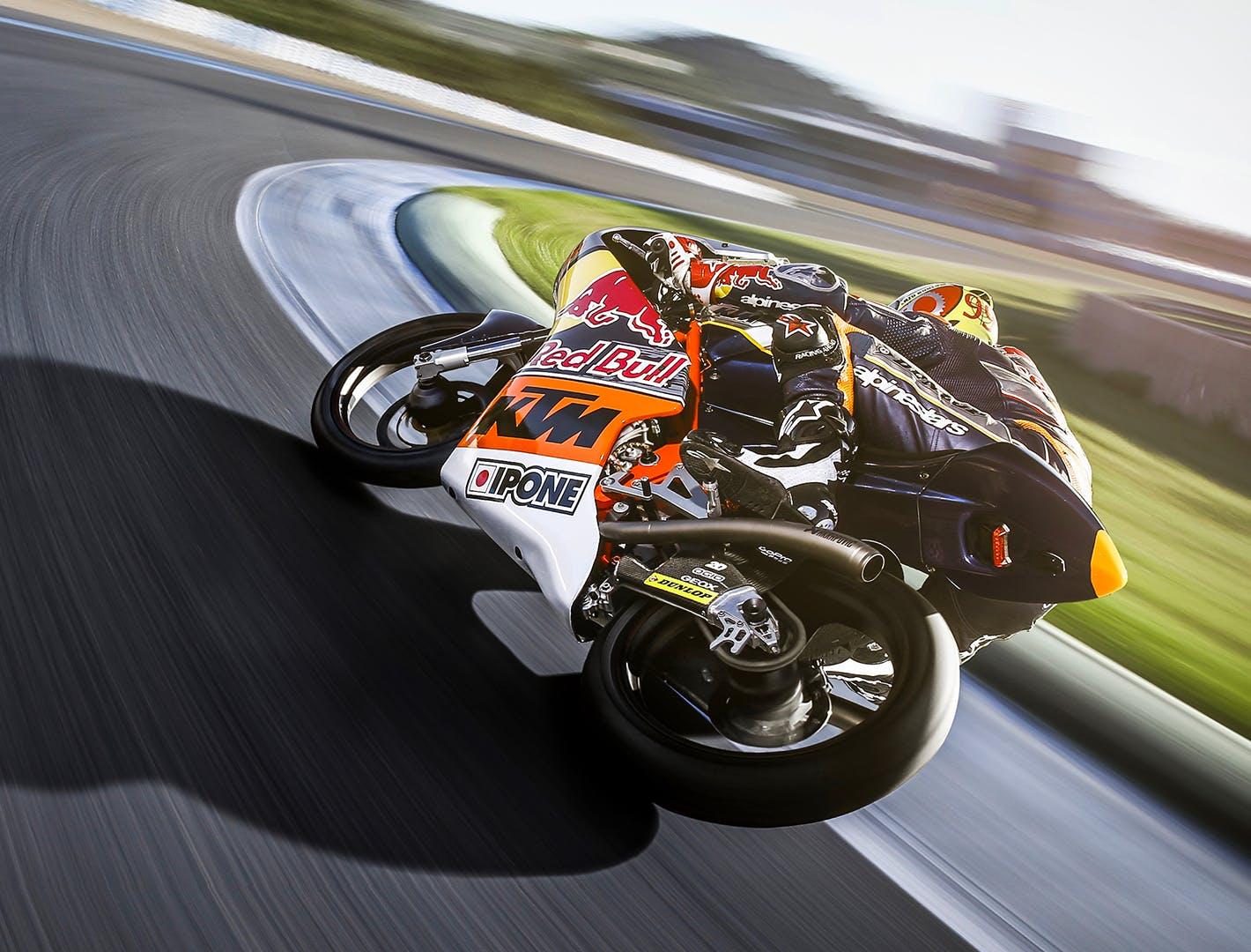 Moto sur circuit de compétition