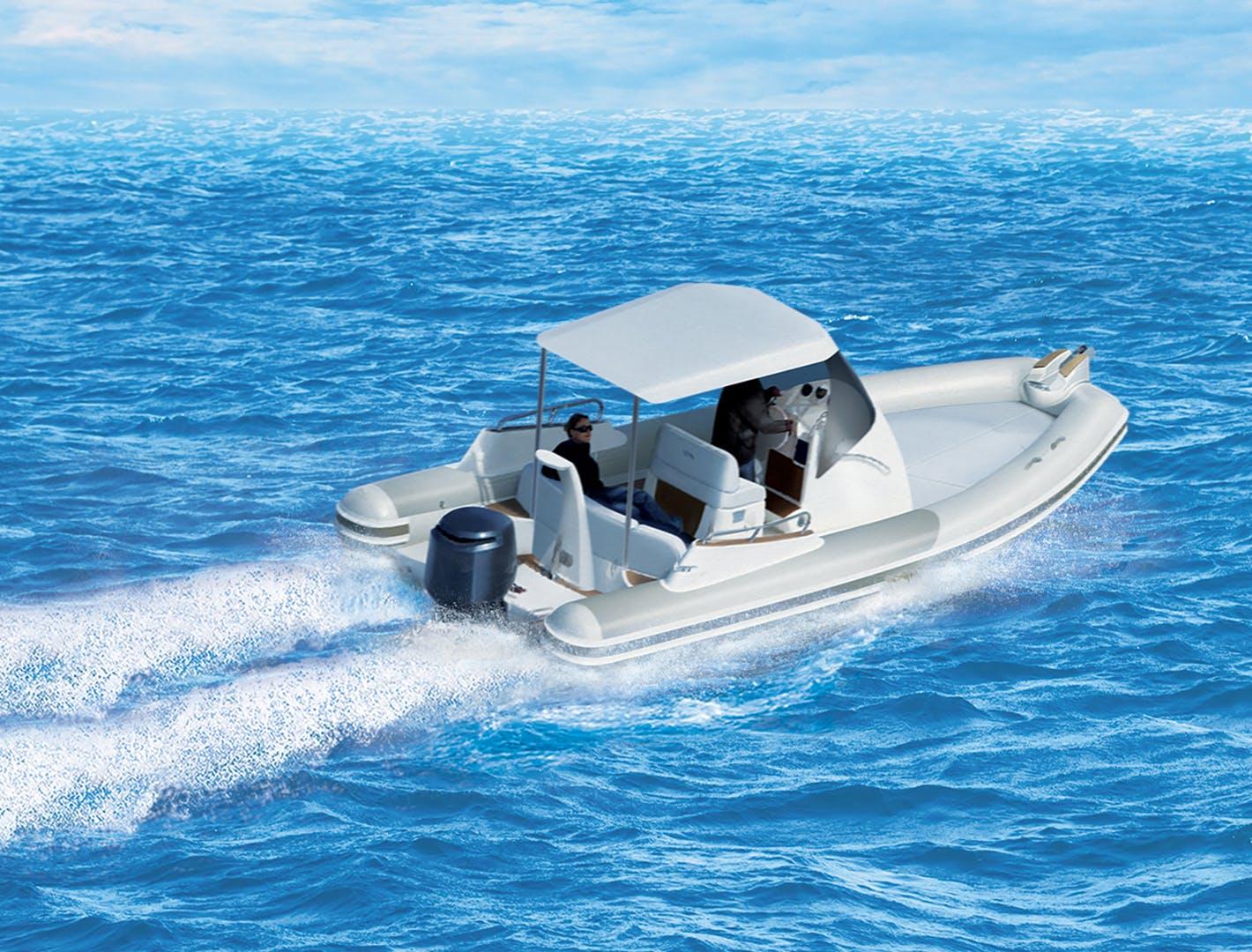 Bateau moteur hors-bord 4 temps sur l'eau