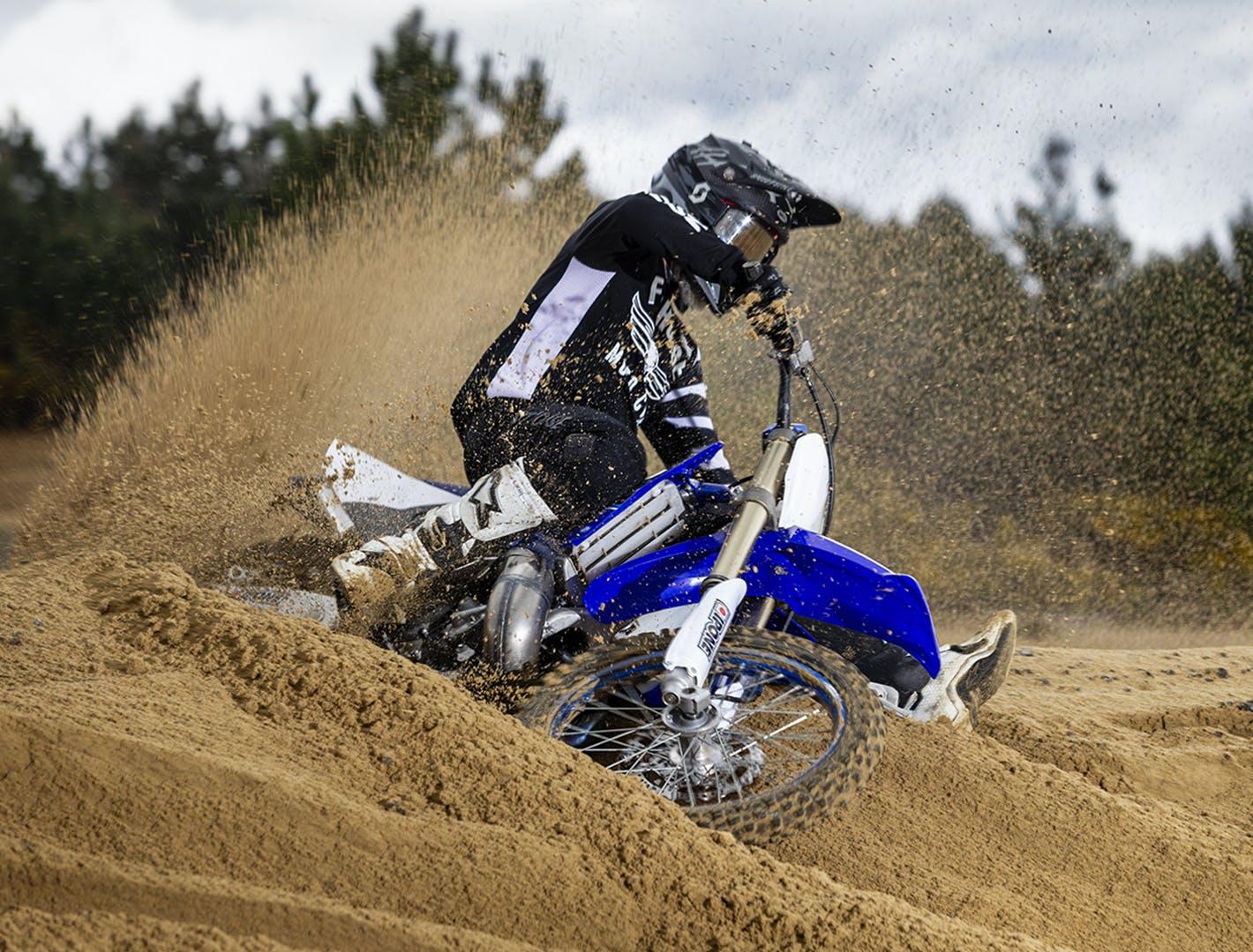 Moto 2 temps compétition dans le sable