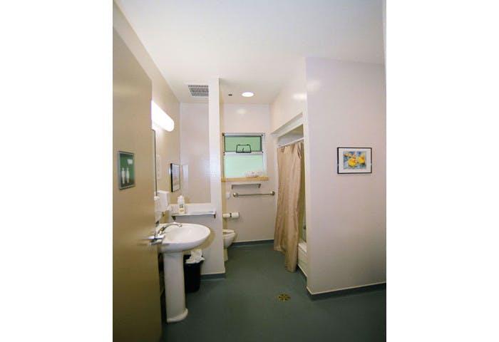 Cottonwood Lodge Care Facility Photo 6