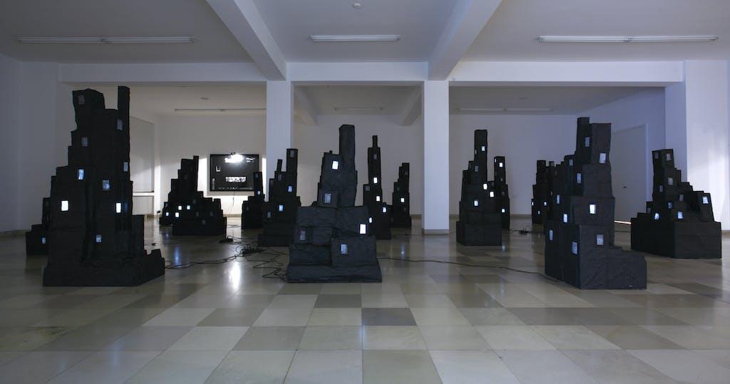 Christian Boltanski, Monuments Noirs