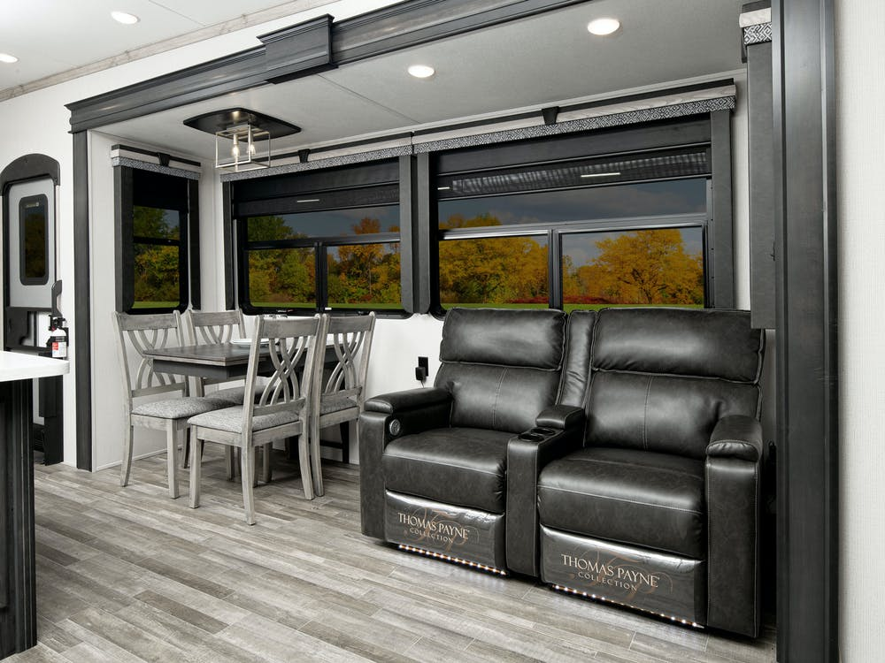 Alpine 3650 living area
