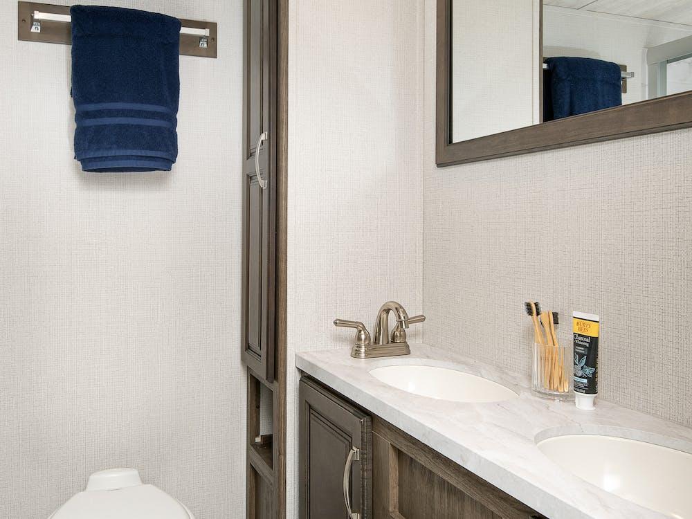 316RLS bathroom